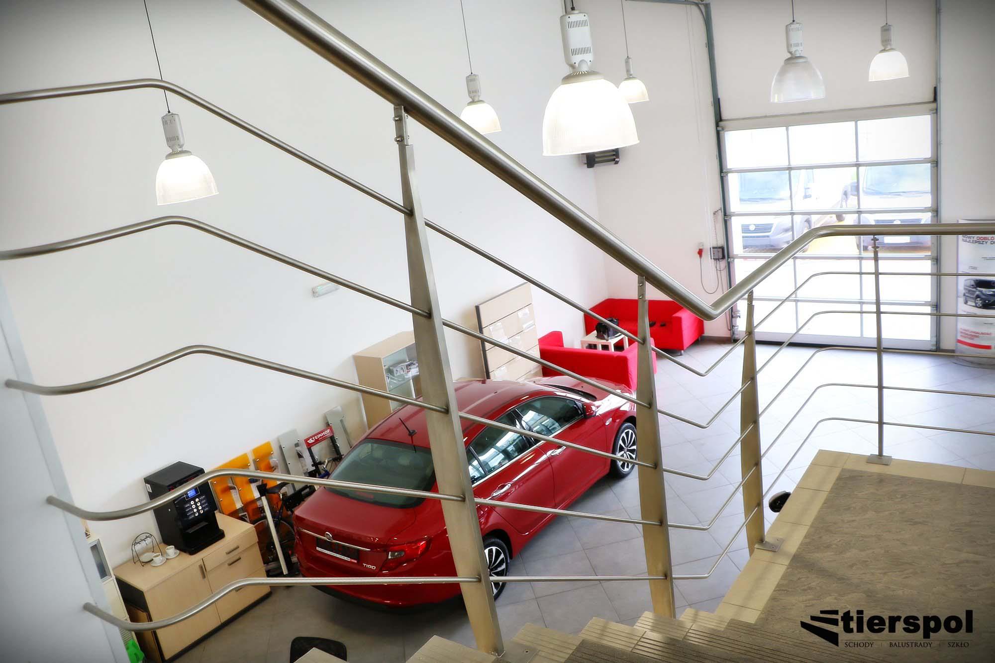 Read more about the article Wyjątkowe balustrady szklane samonośne